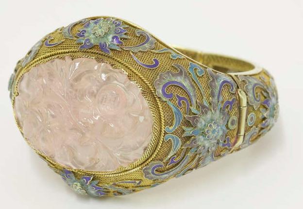 Armband i 14K guld med rosenkvarts och emalj. Kina, 1930-tal.