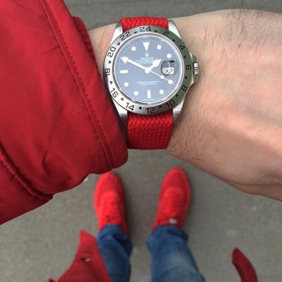 Todays Wristshot: Rolex Explorer II on a red perlonstrap(photo:whatchsdotcom).