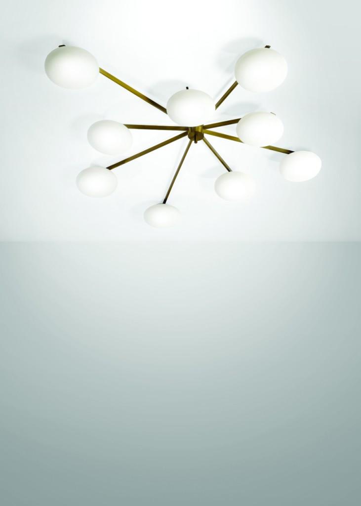 ANGELO LELII - Deckenlampe aus Messing, vernickeltem Metall und satiniertem Opalglas, 200x22x97 cm, Arredoluce, Italien, ca. 1950 Schätzpreis: 14.000-16.000 EUR