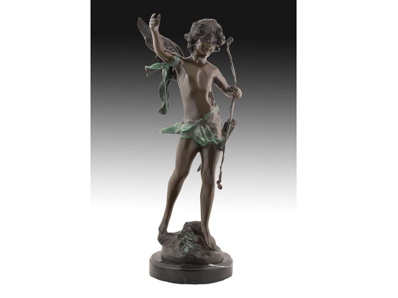 "Excepcional figura en bronce de un modelo de AUGUST MOREAU. ""Cupido con arco"""