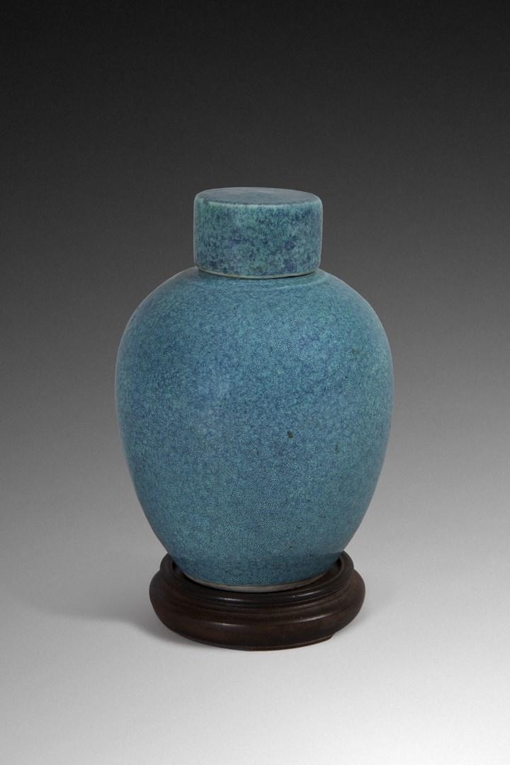 Lot #177. Tea pot, China, 18th century. Courtesy Rossini.