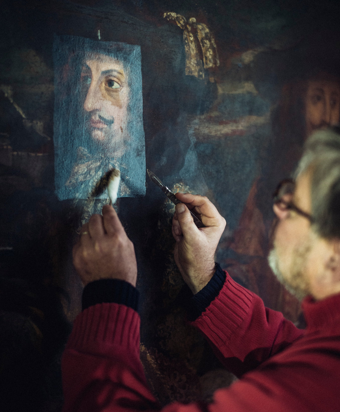 The restorer TK at work, image ©Julien Mignot pour The New York Times