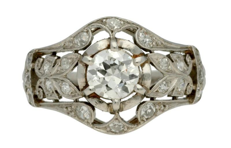 Sortija Belle Époque en platino y diamantes (hacia 1910)