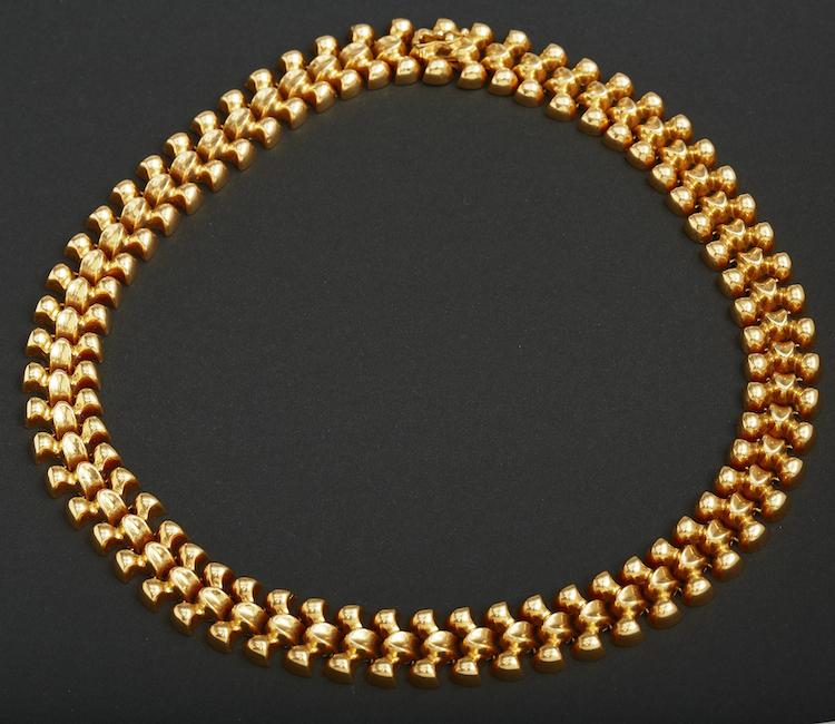 Halskedja Höghaltigt guld. Vikt c:a 50 gram. Längd c:a 40 cm. Utropspris: 8 000 SEK.