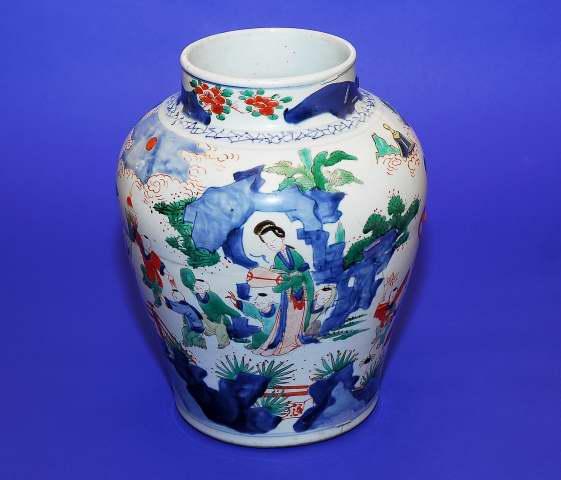 Stor baluster formad Wucai urna, porslin, Kina. Fast pris: 26,000 sek. Wexiö Scandinavian Gallery