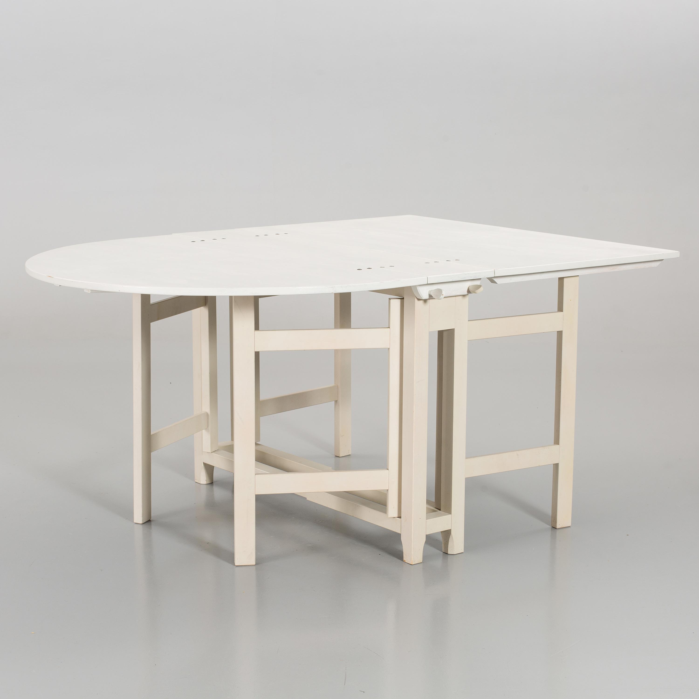 """Table """"Bergslagen"""" de la Collection 1700 Adjugée 2 600 EUR le 4 septembre 2013 par Bukowskis"""