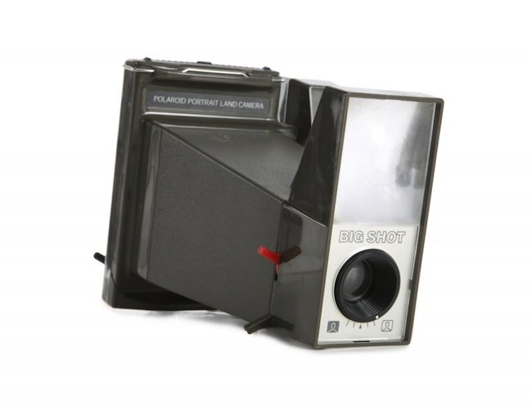 """Julien´s Auction som är specialiserade på att auktionera ut """"kändisprylar"""" auktionerar ut Andy Warhols polaroidkamera Kameran har dessutom tillhört samlaren och TV-profilen Joe Franklin. Utropet är 10-20 000 dollar"""