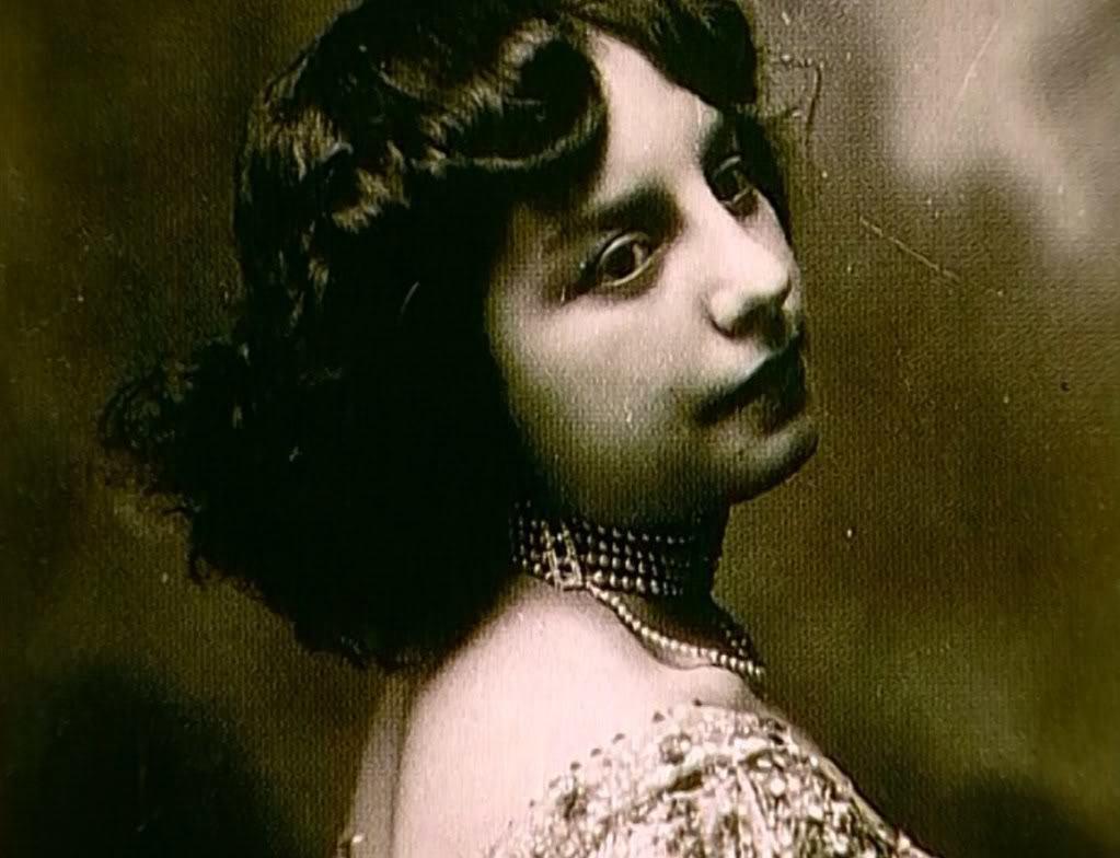 Fernande Olivier (1881-1966) Image via reallifeiselsewhere.blogspot.com