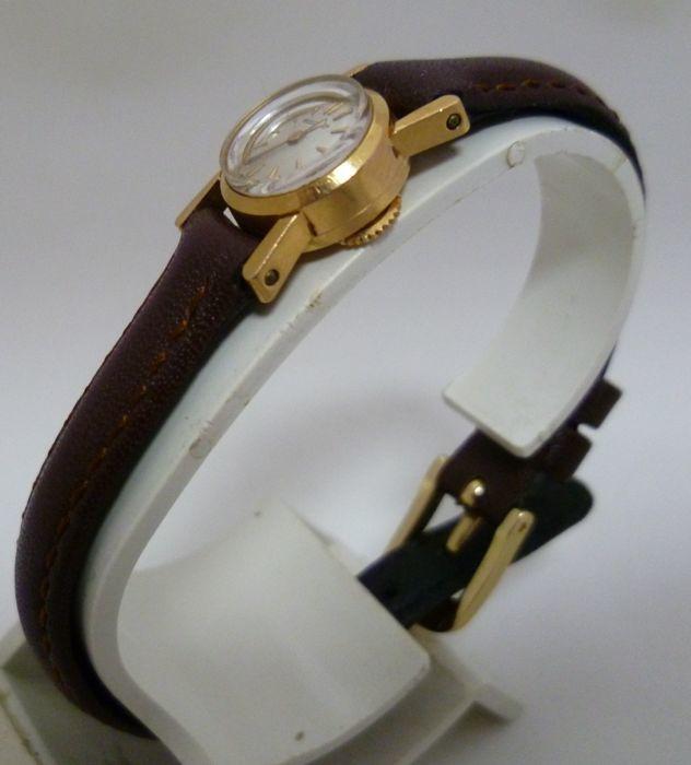 JAEGER-LECOULTRE. Reloj tamaño mini en oro (1901 - 1949)