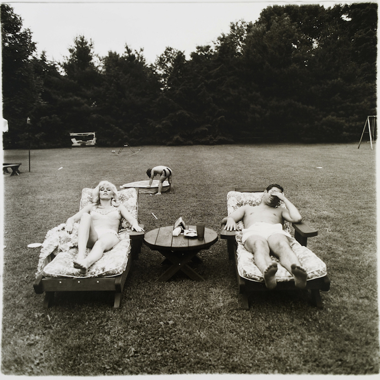 Diane Arbus A family on their lawn one Sunday in Westchester Utrop: 2 110 000 SEK Phillips