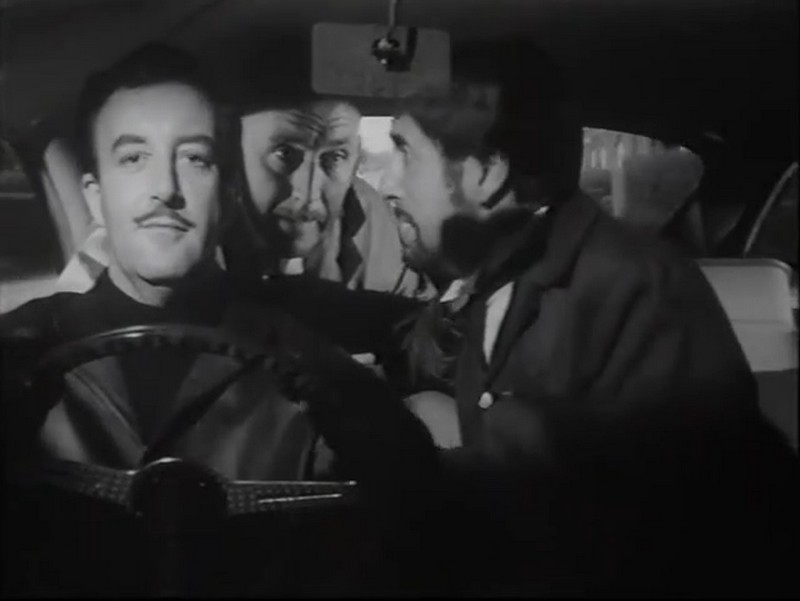 Peter Sellers au volant de l'Aston Martin DB4GT, image : ©The wrong arm of the law