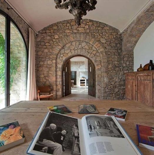 La maison rénovée est actuellement mise en vente pour 15 millions d'euros Image via worldofwonder.net