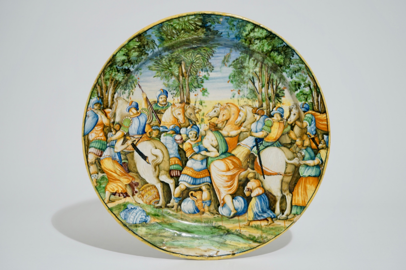 """Un grand plat """"Istoriato"""" en majolique italienne, Urbino, 1540-1560"""