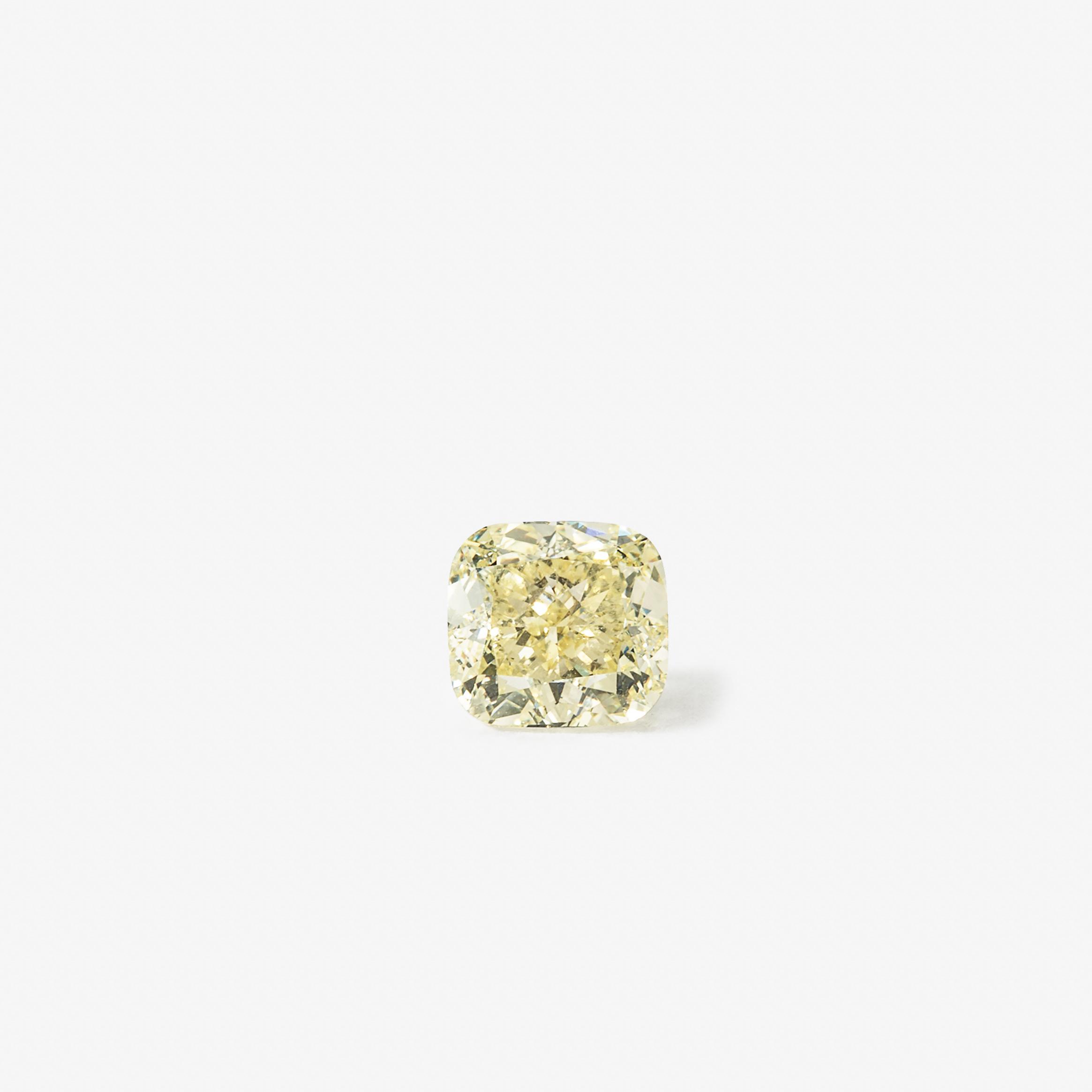 Diamant taille coussin pesant 1,36 carat Avec certificat GIA: Fancy Light Yellow, Naturel Even, IF, numéroté GIA 6202884809, 5 novembre 2015 Estimation: 9 000 à 12 000 EUR