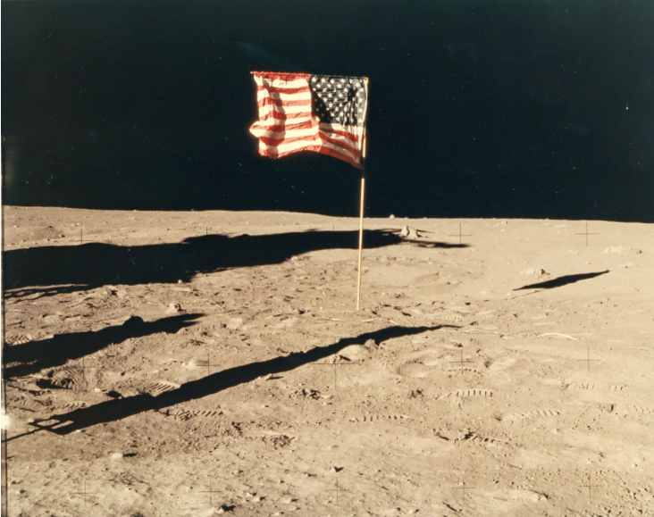 Buzz Aldrin - The American flag on the Moon, Apollo 11, July 1969. Utropspris: 9 900 SEK: Dreweatts & Bloomsbury