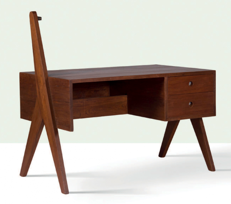 Pierre Jeanneret, skrivbord i teak, cirka år 1960. Uppskattat pris: 15 000- 20 000 euro. Foto: Aguttes.