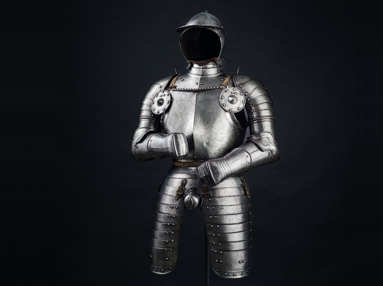 05_HH_75_Officers_suit_armour_Nuremberg_1540