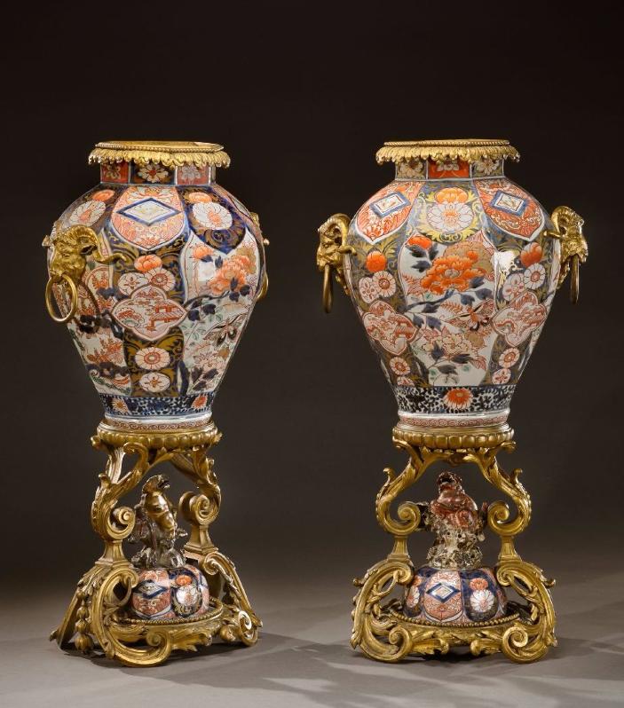 Paire de spectaculaires potiches en porcelaine Imari - fin 19e siècle Image via De Baecque et Associés