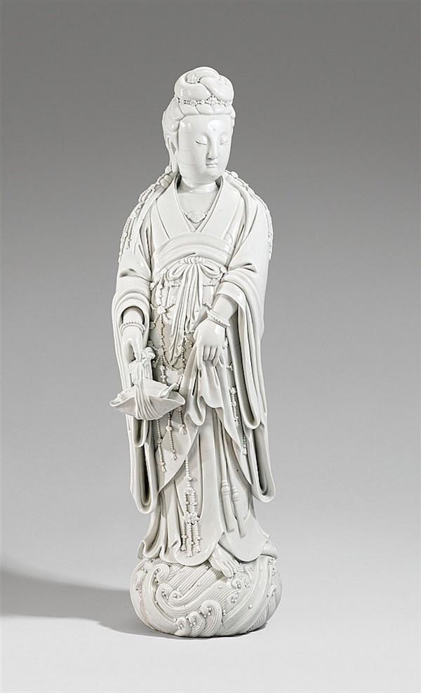 Figurin, Guanyin, blanc de chine.H: 83 cm, 1900-tal.Utropspris: 370 000 - 460000 kronor.