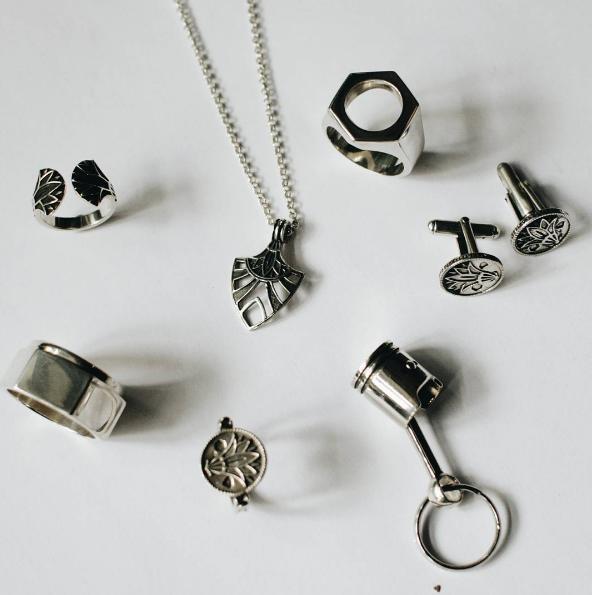 Les bijoux de l'Atelier B sont en argent massif Image via Instagram @atelierbparis