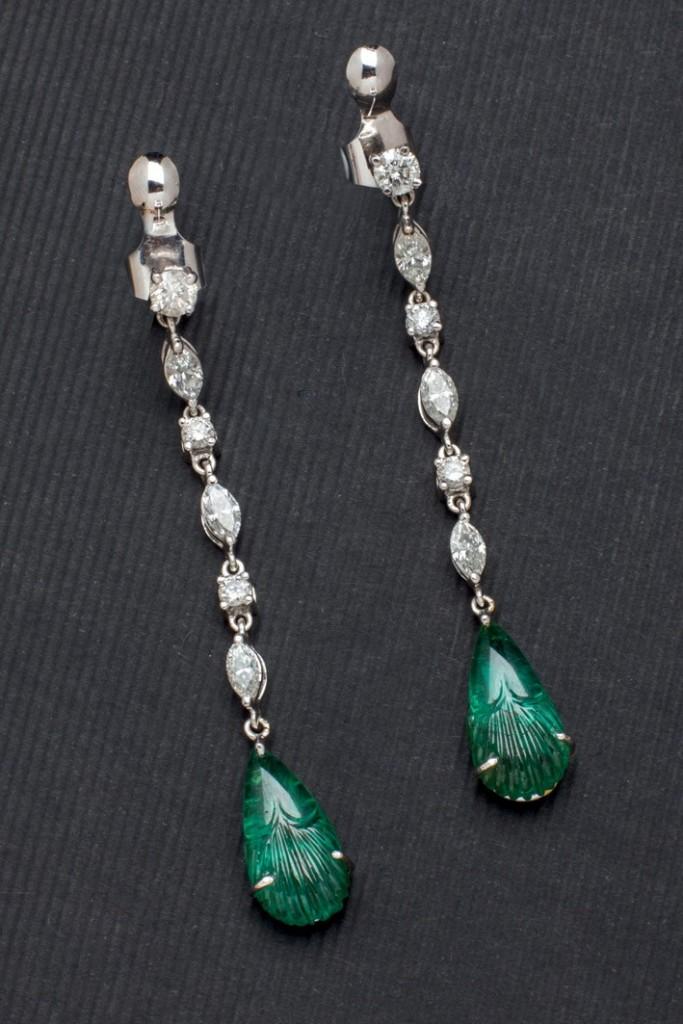 Weißgold-Ohrringe mit Smaragden aus Sambia (12,04 ct) und Diamanten (2,54 ct) Startpreis: 8.000 EUR