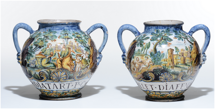 Paire de cruches peinte avec des scènes figuratives, années 1600