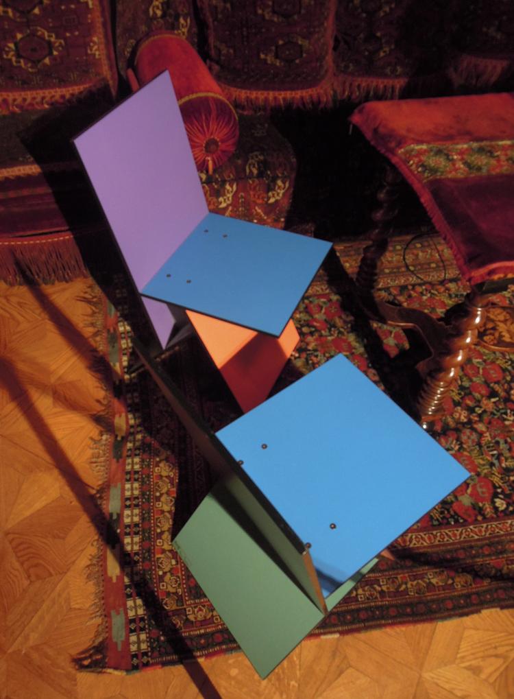Utställningsproducentens eget bidrag: Pantone-stolar gjorda för Ikea i början av 90-talet. (Samlare: Staffan Bengtsson)