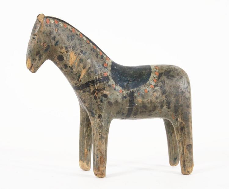 Den 16 centimeter höga Bodahästen slog världsrekord på Dalarnas Auktionsbyrå.