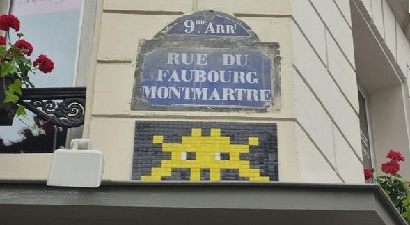 Un exemple de mosaïque par le street artist Invader