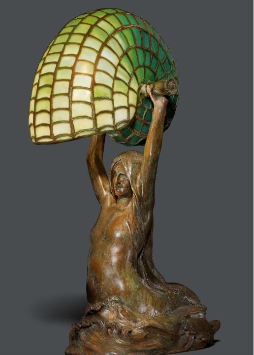 """TIFFANY STUDIOS N.Y. - """"Nautilus/Mermaid"""", Favorite-Glas und Bronze, H: 40 cm, gestempelt, um 1910 Schätzpreis: 35.000-45.000 CHF (32.410-41.670 EUR)"""