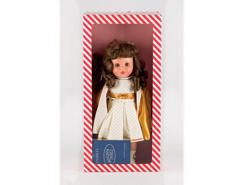 Muñeca MARIQUITA PÉREZ con traje de pequeños lunares y zapatos de charol