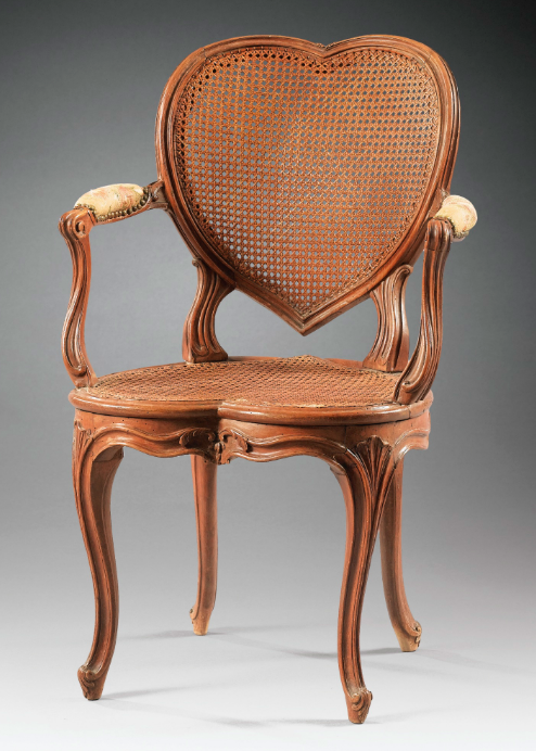Rare fauteuil à coiffer en hêtre sculpté d'époque Louis XV, vers 1750
