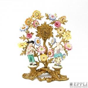 MEISSEN - Hochbedeutende Kaminuhr aus feuervergoldeter Bronze und polychrom bemaltem Porzellan, H: ca. 32 cm, wohl 18. Jh. Aufrufpreis: 18.000 EUR