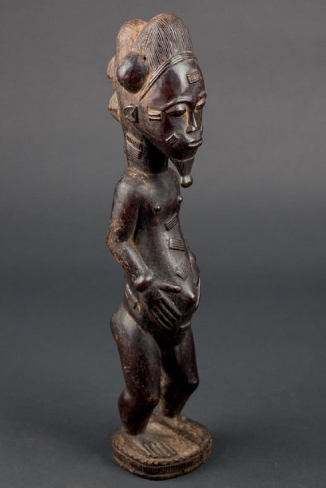 Baule aus geschnitztem Holz, Herkunft: Sammlung María Wyss, Basel, Elfenbeinküste, Alter: 60-70 Jahre Startpreis: 1.800 EUR