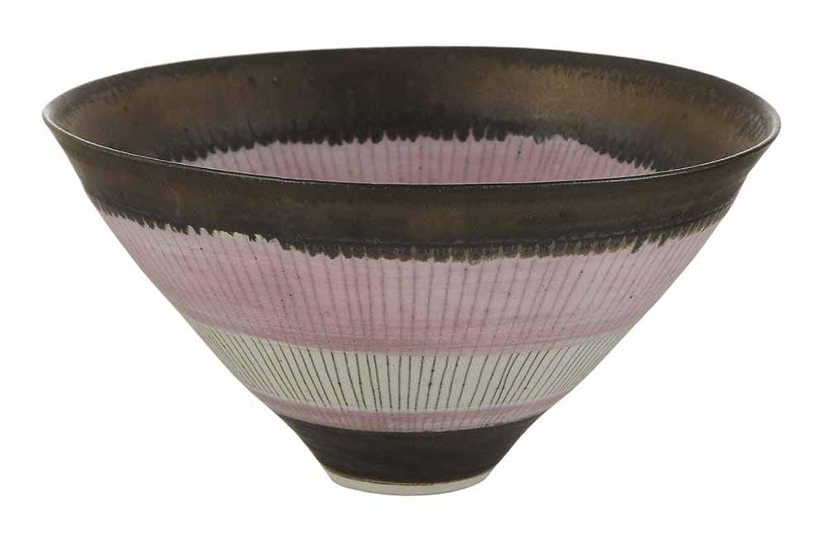 LUCIE RIE. Cuenco de porcelana cónico. Imagen vía: Brunk Auctions