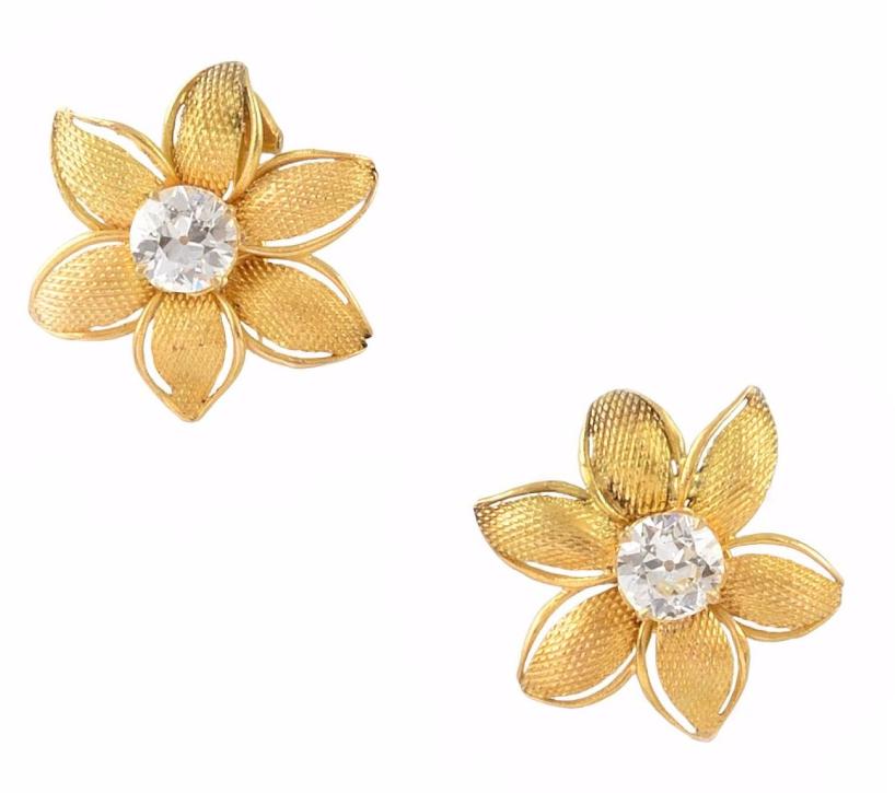 Paire de boucles d'oreilles en or jaune En vente chez Osenat