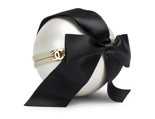 Chanel Clutch bag avec ruban de soie noir Christie's online only