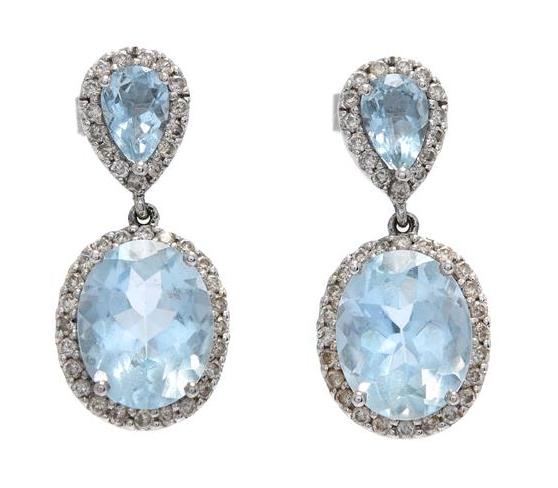 Örhängen, 18K vitguld, 4 akvamariner och 78 diamanter. Utropspris: 5700 kronor.