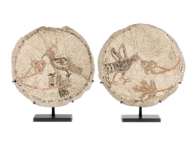 Zwei runde Mosaiken, wohl Rom. Reich 1. Jh. n. Chr.