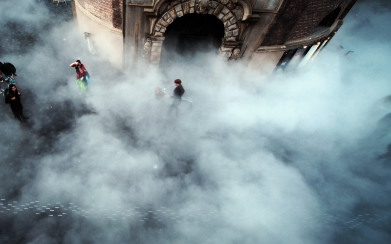 離天堂很近, 影像作品, 1.21 分鐘, 2012 圖片取自:當代唐人藝術中心