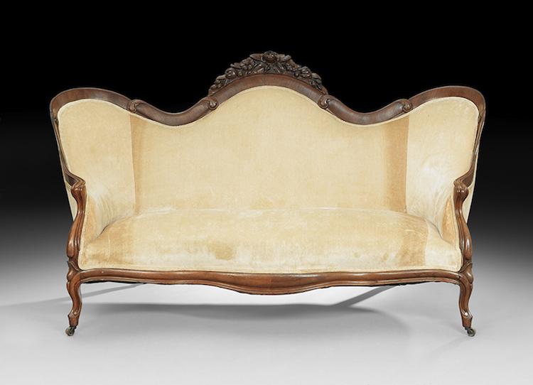 """American Rococo Revival Laminated Rosewood Sofa in the """"Rosalie Without Grapes"""" Pattern, third quarter 19th century, attributed to John Henry Belter, New York, the serpentine back centered by a floral-carved crest, the back extending to closed arms, with serpentine front seat rail and cabriole legs, h. 41-1/4"""", w. 72-1/2"""", d. 28"""". Utropspris 10 700 SEK, New Orleans Auctions Galleries"""
