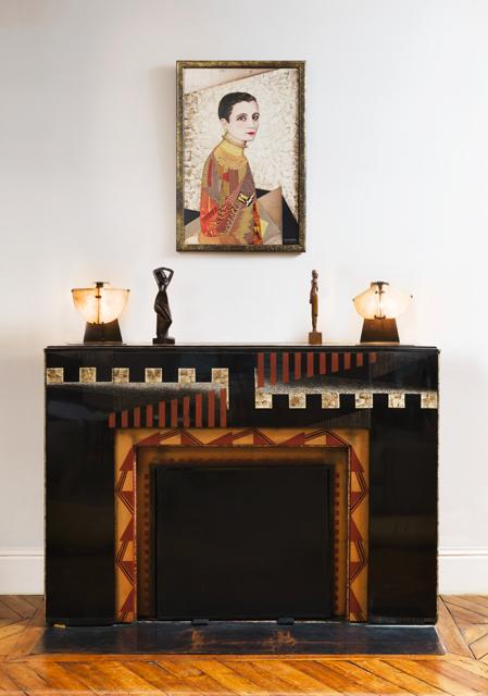 """JEAN DUNAND. Repisa de chimenea, pieza única (1926) PIERRE CHAREAU. Dos lámparas LP180 también llamada """"Máscara"""" (1922-1923) JOSEPH CZAKY. Joven Muchacha. Pieza realizada post mortem (1964)"""