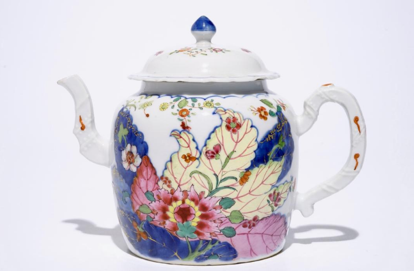 A Chinese porcelain teapot with pink famille, decorated with tobacco leaves, Qianlong