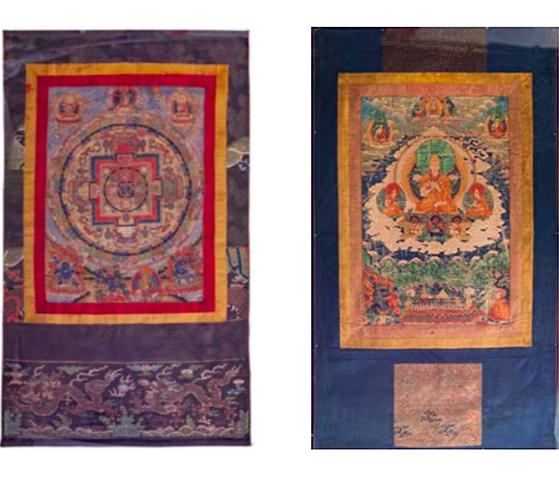 Gauche : Thangka en couleurs représentant le mandala du yidam Vajrabhairava / Droite : Thangka en couleurs représentant Tsongkhapa assis en méditation, images ©HVMC