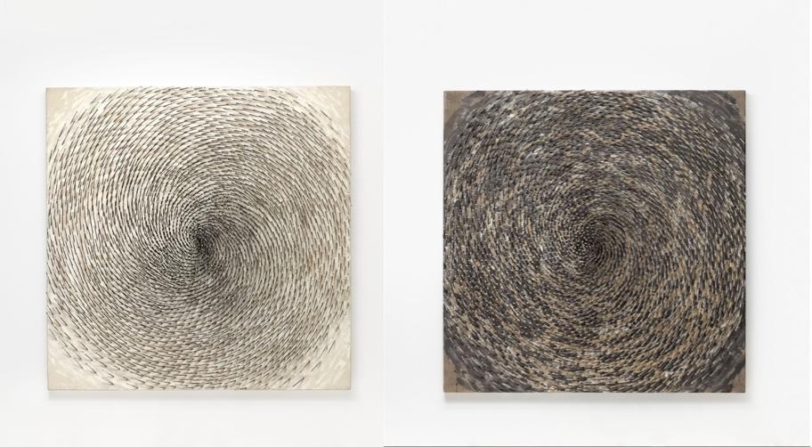 GÜNTHER UECKER (*Wendorf/Mecklenburg 1930) Links: Spirale I Rechts: Spirale II Beide: Nägel und Latexfarbe/Lwd./Holz, 200 x 200 x 15 cm, betitelt, signiert und datiert, 1997 Schätzpreis: je 700.000-1.000.000 EUR