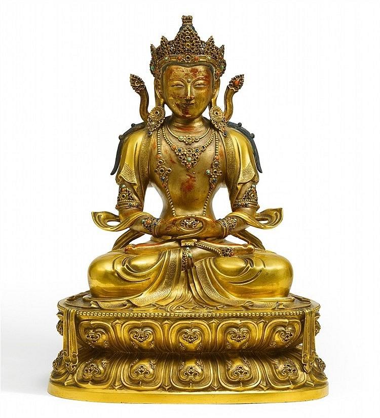Statue de Bouddha Amitayus décorée de turquoise, lapis-lazuli et corail, période Kangxi, autour de 1680/1700 Estimation: 300 000-500 000 EUR
