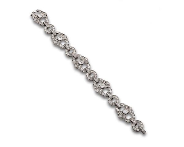 Armband i platina med diamanter.