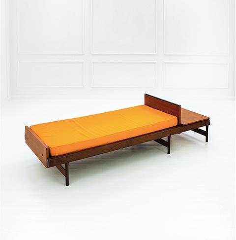 ICO PARISI - Tagesbett mit verstellbarem Kopf- und Fußbereich und Ablage, Teak, 64x250x80 cm, ca. 1958 Schätzpreis: 5.000-6.000 EUR