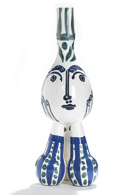 """...i hård konkurrens med Pablo Picassos mästerliga vas Vasen """"Tripod"""" från 1951 som hör till Picassos största och mest skulpturala arbeten i detta material"""