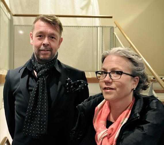 Operans-kostymchef-Michael-Glas-med-sin-fru-doktor-Susanne-Glas_Stockholms-Auktionsverk